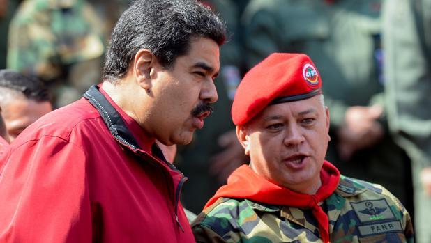 Nicolás Maduro, con Diosdado Cabello en abril de 2016