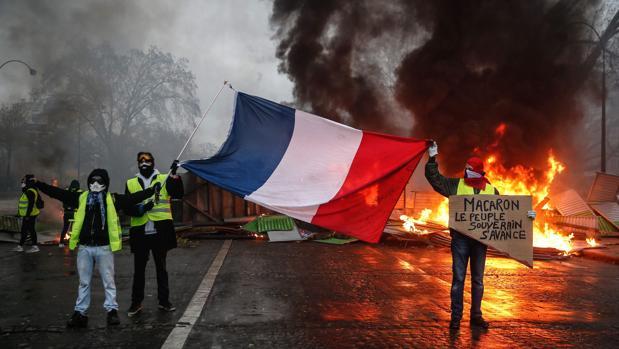 Miembros de los «chalecos amarillos» durante una de las protestas en París