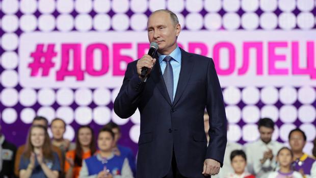 Vladímir Putin interviene este miércoles en un foro internacional de voluntarios en Moscú