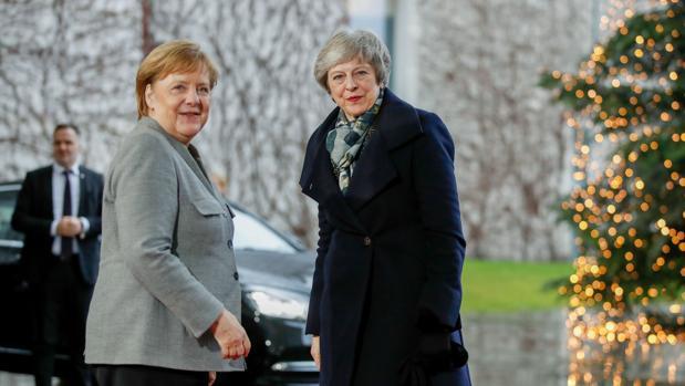 Angela Merkel y Theresa May, antes de su conversación en Berlín