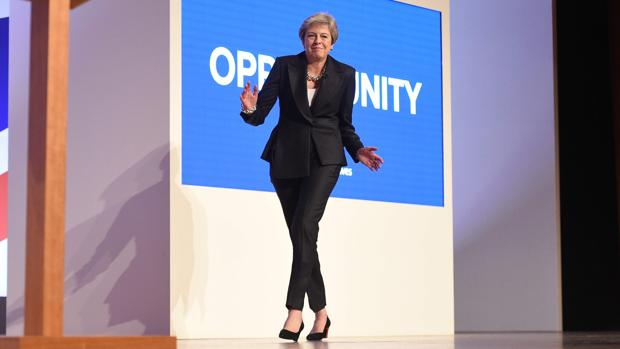¿Salvará Theresa May su cabeza esta tarde?
