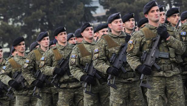 Desfile de las fuerzas de seguridad de Kosovo en Pristina