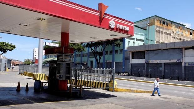 Una estación de servicio cerrada en Caracas