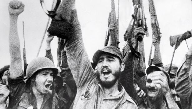 Fidel Castro celebra la victoria revolucionaria en La Habana el 8 de enero de 1959