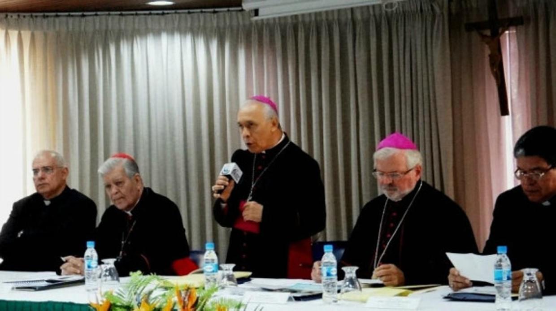 La directiva de la Conferencia Episcopal durante la lectura de la carta - LA PATILLA