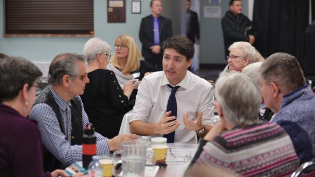 El primer ministro de Canadá, Justin Trudeau, en un centro de adultos en Kamploops