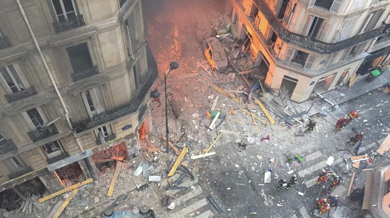 Se elevan a cuatro los muertos en la explosión de París tras encontrar el cadáver de una mujer bajo los escombros