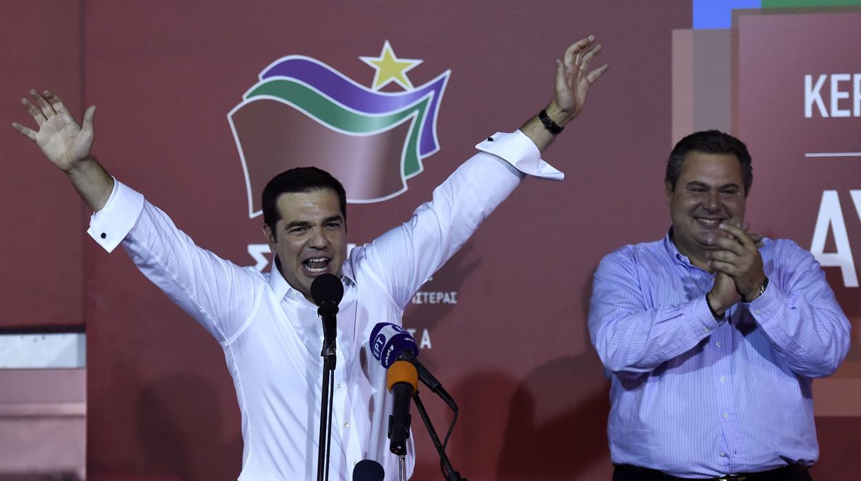 Tsipras acepta la dimisión de su ministro de Defensa, el nacionalista Kamenos
