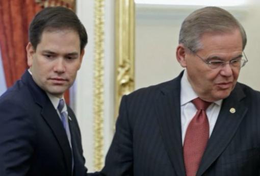 Marco Rubio (izquierda) y Bob Menéndez