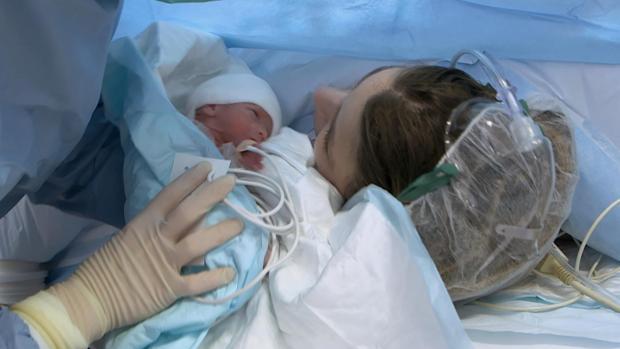 Una foto de un bebé recién nacido