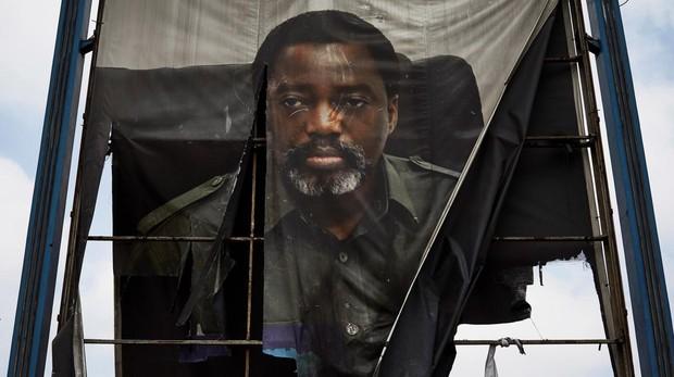 Un cartel electoral del presidente saliente de RDC, Joseph Kabila