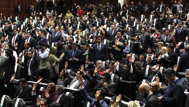 Diputados mexicano participan en la apertura de un periodo extraordinario de seiones