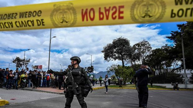 Miembros de las fuerzas de seguridad, en la zona donde se produjo la explosión este jueves
