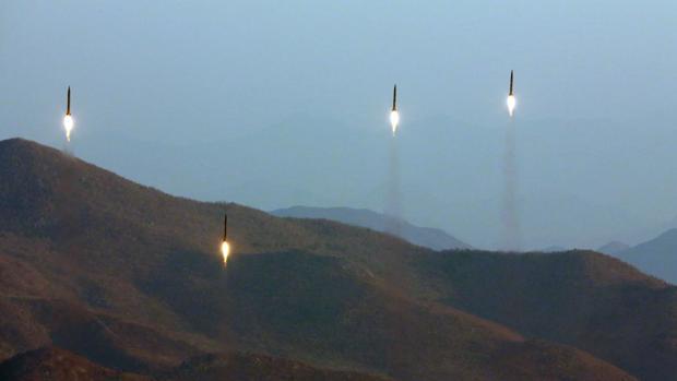 Lanzamiento de cuatro misiles balísticos durante unas maniobras en una localización desconocida de Corea del Norte