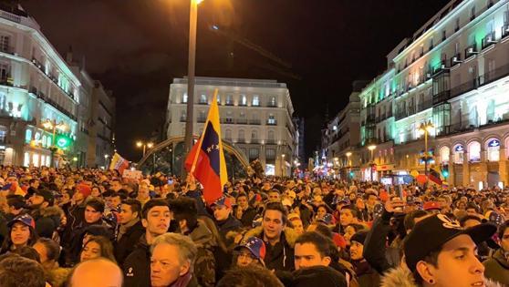 Miles de personas en la Puerta del Sol de Madrid