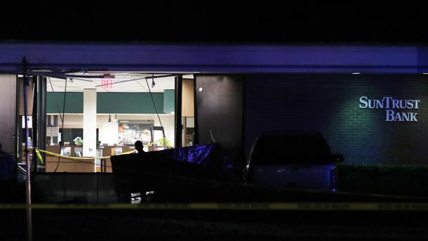 El banco donde tuvo lugar el tiroteo