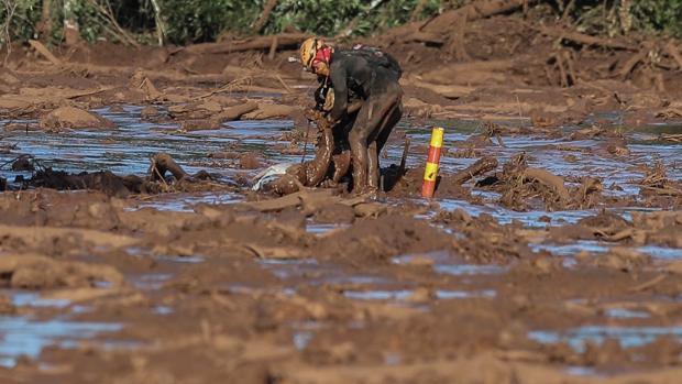 Brasil bloquea 2.500 millones a la empresa causante del vertido