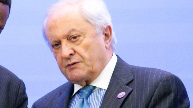 El secretario de Asuntos Exteriores español, Fernando Martín Valenzuela