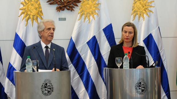 El presidente uruguayo, Tabaré Vázquez, y la alta representante de la UE para la Política Exterior, Federica Mogherini