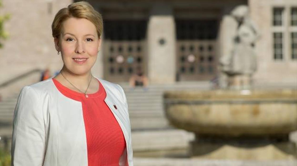 La Universidad Libre de Berlín abre investigación al doctorado de la ministra de Familia