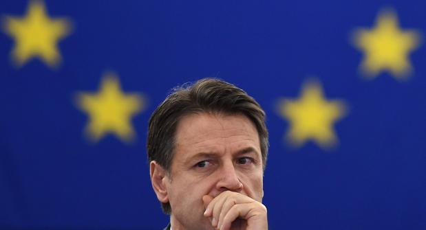 Conte, duramente criticado en la Eurocámara: «¿Hasta cuándo va a ser un títere de Salvini-Di Maio?»