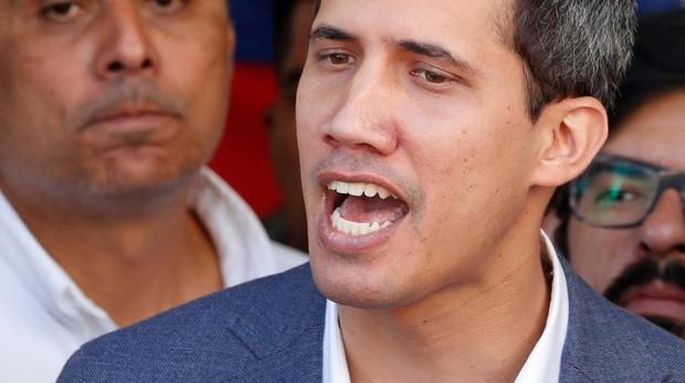 Guaidó reúne a 100.000 voluntarios para reclamar la entrada de la ayuda