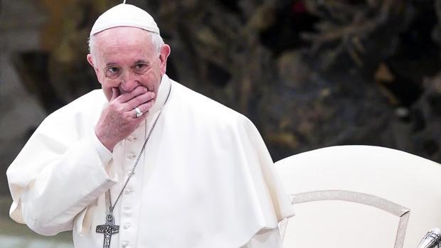 El papa Francisco asiste a la audiencia general semanal este miércoles en el Vaticano