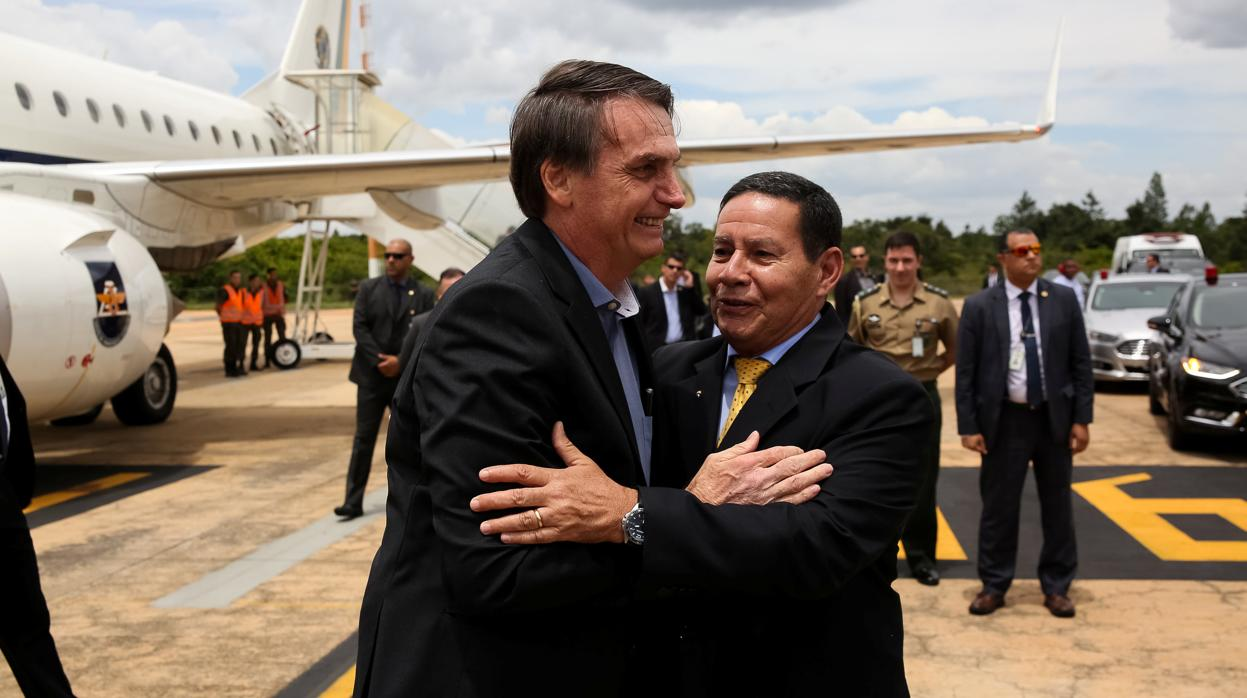 Bolsonaro deja el hospital y vuelve al Gobierno
