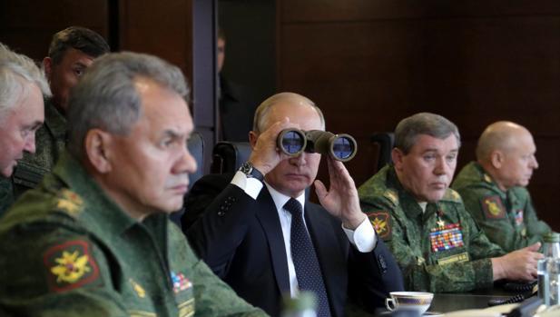 La OTAN busca salvar el tratado de prohibición de armas nucleares dándole seis meses más a Rusia