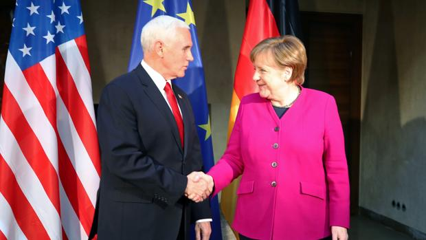 Merkel y Pence ahondan con duras críticas la brecha entre EE.UU. y Alemania