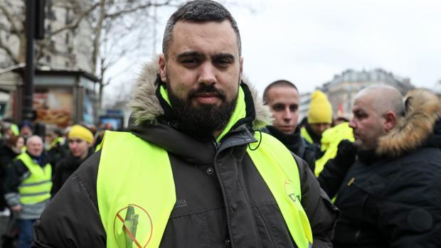 Marine Le Pen lanza una opa para quedarse con los chalecos amarillos