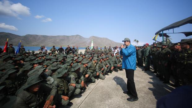 EE.UU. ofrece una amnistía a altos mandos si rompen con Maduro