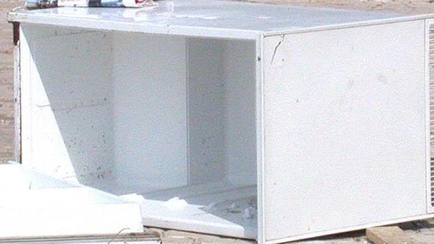Un congelador depositado en el suelo, en una imagen de archivo