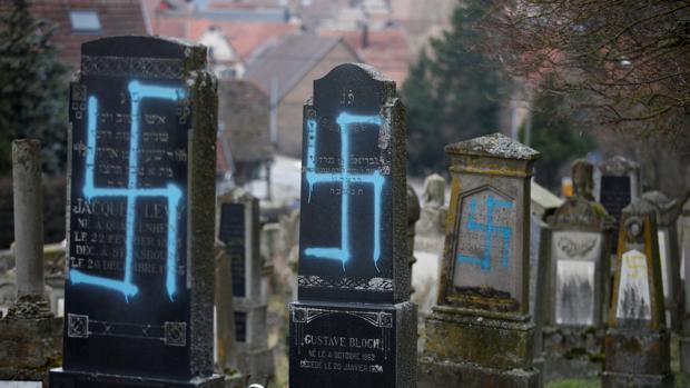 Profanadas con signos nazis 80 tumbas judías cerca de Estrasburgo