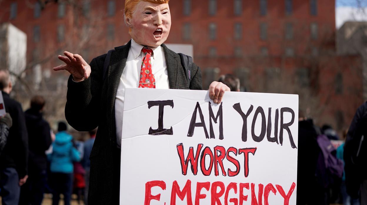 Una coalición de 16 Estados denuncian a Trump por declarar la emergencia nacional