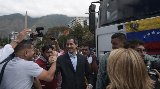El presidente interino de Venezuela recibe el apoyo de un sindicato del transporte