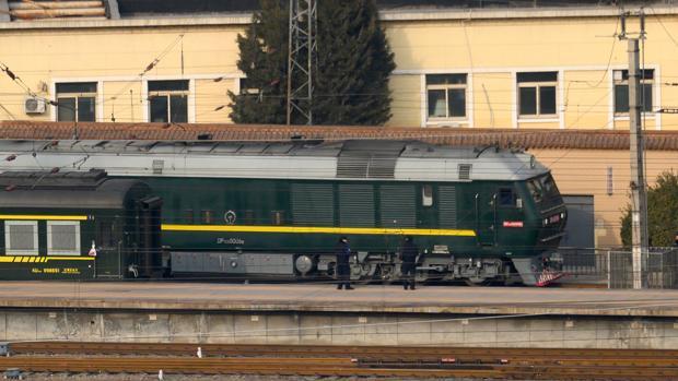 Esta imagen de archivo tomada el 9 de enero de 2019 muestra el tren (de regreso) utilizado por el líder norcoreano Kim Jong Un saliendo de la estación de tren de Beijing en Beijing