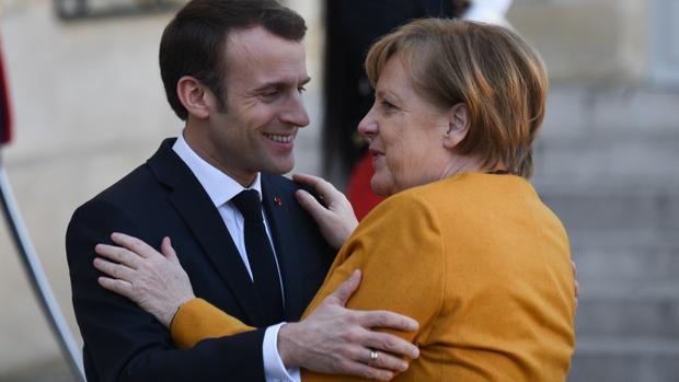 Macron y Merkel aceptan retrasar el Brexit si Londres aclara su plan