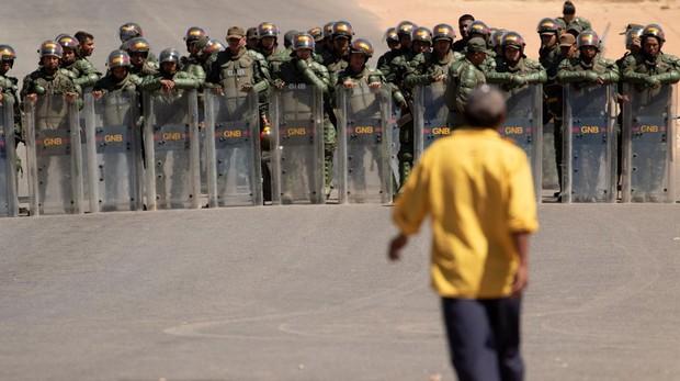 EE.UU. sanciona a mandos militares y policiales de Venezuela tras la represión en la frontera