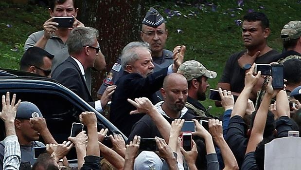 Lula sale de prisión para ir al entierro de su nieto