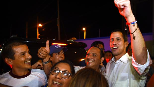 Guaidó dice que encarcelarle sería «uno de los últimos errores» de Maduro
