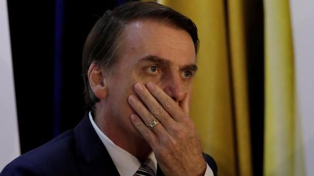 Revuelo por los polémicos mensajes de Bolsonaro en Twitter: «¿Qué es la lluvia dorada?»