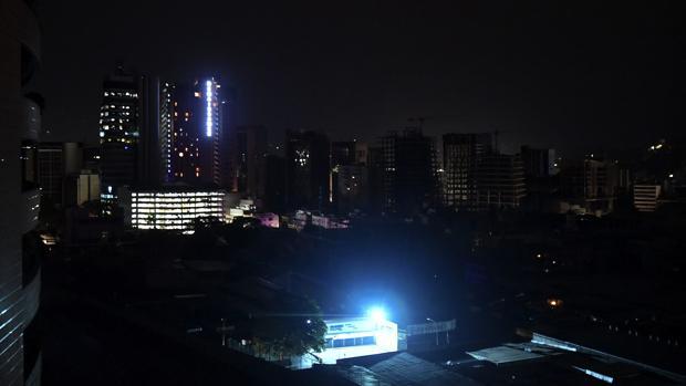 Un largo apagón de 20 horas deja en la oscuridad a toda Venezuela