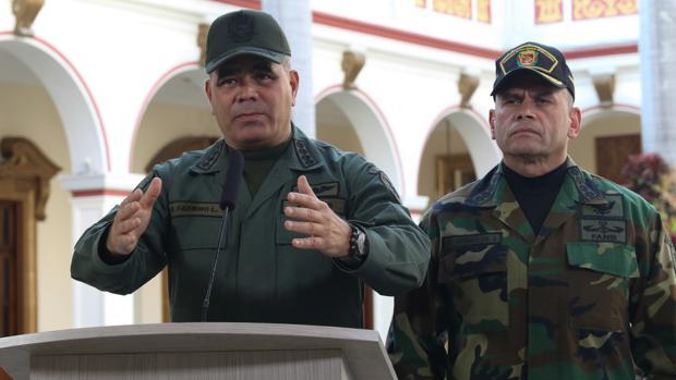 El ministro de Defensa, Vladimir Padrino y el almirante en Jefe, Remigio Ceballos
