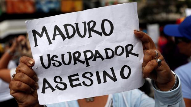 Colombia niega la entrada a un grupo familiar de Maduro que huía del apagón