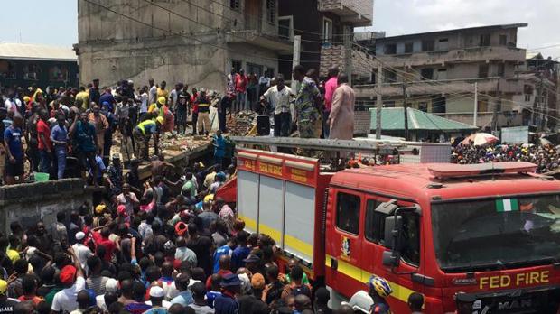 Al menos doce personas han muerto, la mayoría niños, al derrumbarse una escuela en Nigeria
