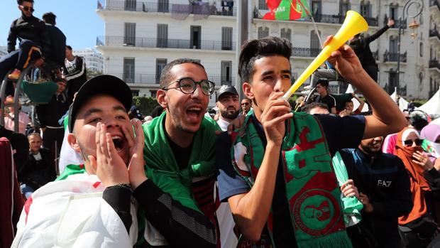 Los estudiantes se ponen al frente de la protesta contra Buteflika