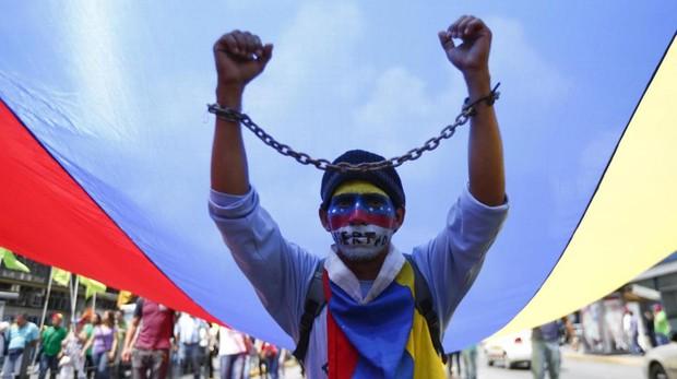 Manifestción denunciado la represión del régimen de Maduro