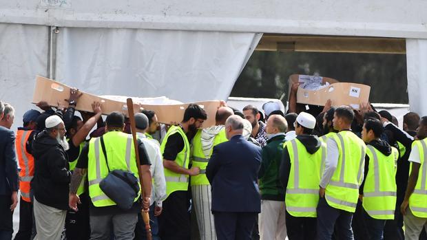 Enterradas las dos primeras víctimas del ataque contra las mezquitas de Nueva Zelanda