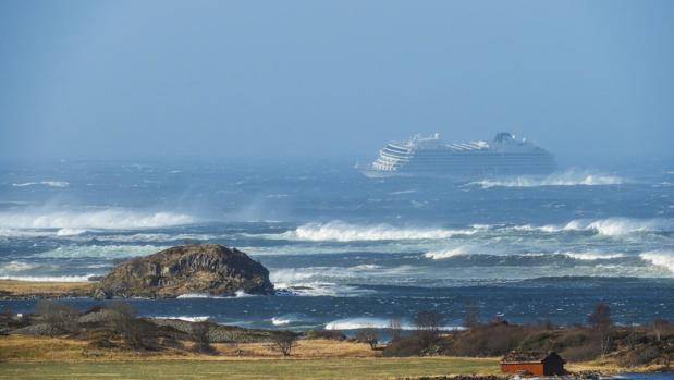 El crucero Viking Sky, este sábado frente a la costa de Noruega